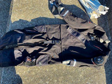 シェルドライスーツ使用感と対象ダイバーを説明!使用に至ったのはメーカーとのコントのようなやり取りの結果でした。